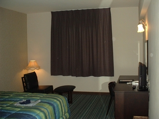 HOTEL AU ROOM 1.JPG